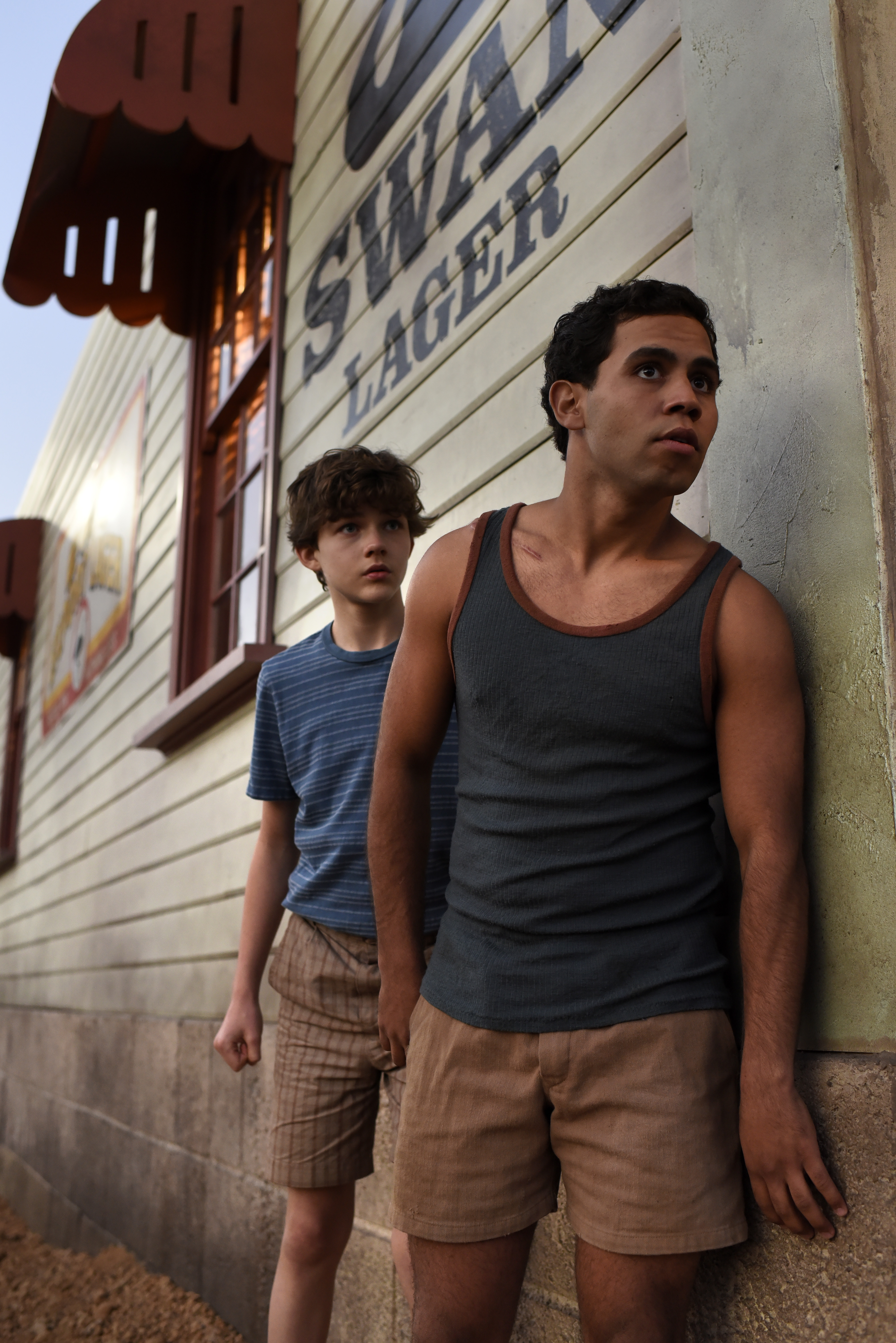 jasper jones When jasper jones, the town's mixed race outcast, shows him the dead body of  young laura wishart, charlie's life is changed forever entrusted with this secret.